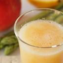 アスパラガスとリンゴのジュース