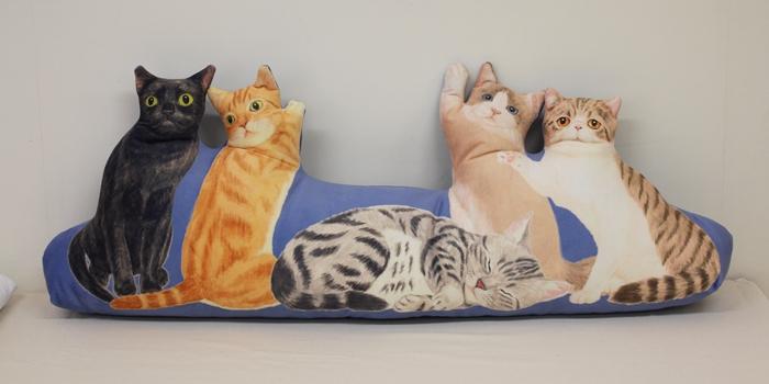 にゃんともぜいたくな 猫まみれハーレムクッションの会(アメリカ猫)