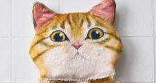 ぶらさがる猫のペーパーストッカー