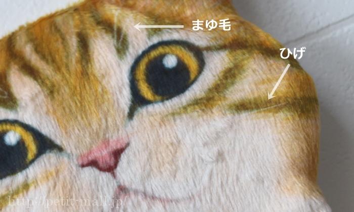 ぶら下がる猫のペーパーストッカーのリアルさ