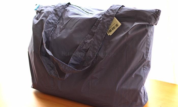 TO&FRO レインバッグ A4サイズのバッグを入れた様子