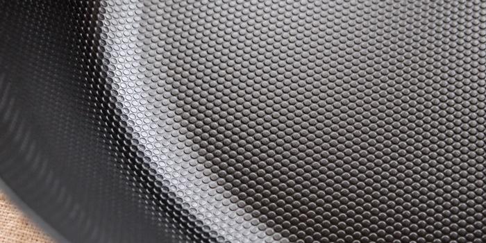 有元葉子 鉄の揚げ鍋(ラバーゼ)表面のエンボス加工