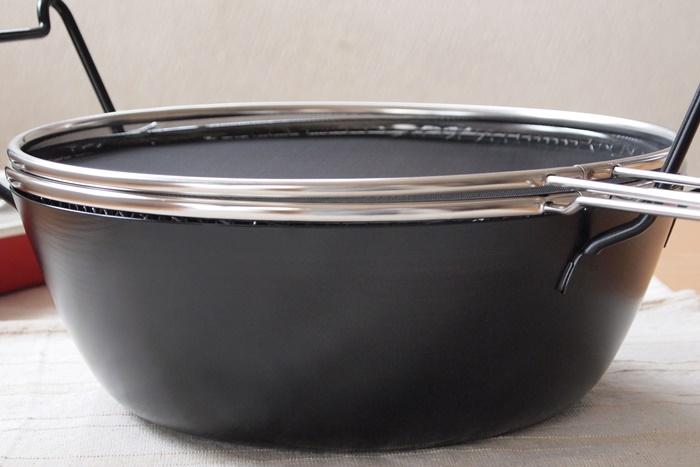 有元葉子 鉄の揚げ鍋(ラバーゼ)の形