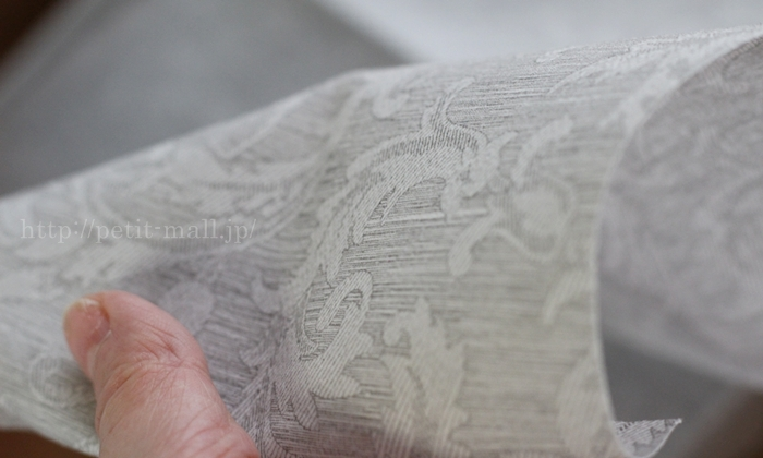The napkin 布のようなペーパーナプキン プレミアムナプキン フローラルライン 柄のアップ