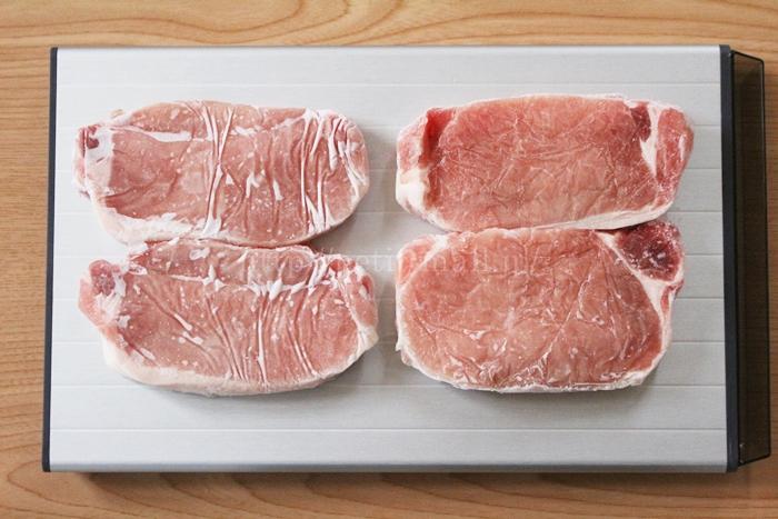 ザット 解凍ボードでトンカツ用の肉を解凍してみた
