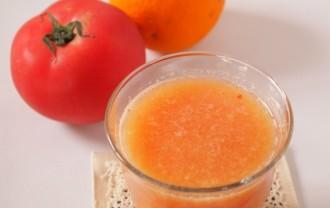 オレンジとトマトのジュース