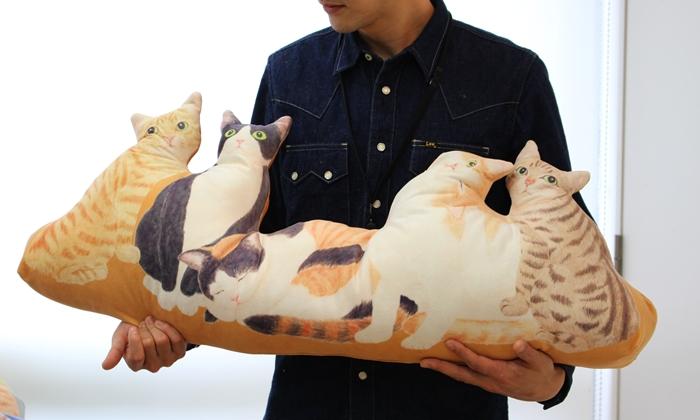 にゃんともぜいたくな 猫まみれハーレムクッションの大きさ