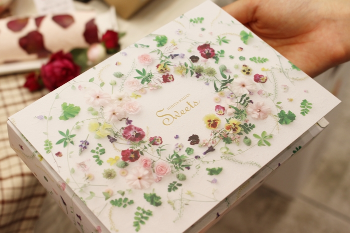 日比谷花壇 花咲くローズエクレアのパッケージ