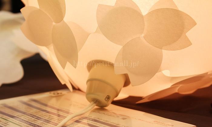 コハルライトは電球で光る