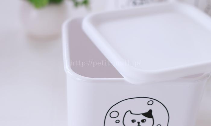 ネコの手書き風イラストがかわいいジェルボール詰め替え容器