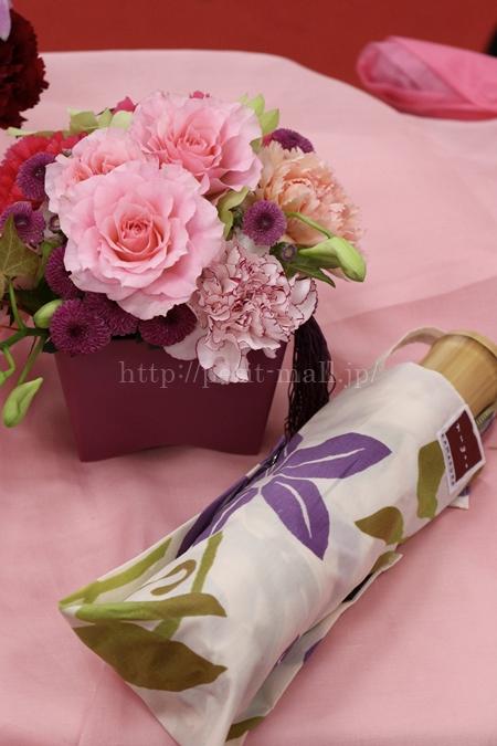 日比谷花壇 nugoo「折畳晴雨兼用日傘」と母の日アレンジメントのセット