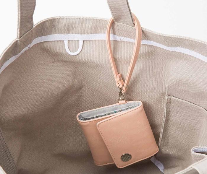 フェリシモ 大人かわいい手のり財布 バッグ持ち手に引っ掛けられるストラップ