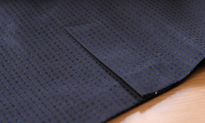 フェラル社 シルクドットジャガードスーツ スカートの後ろスリット