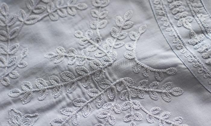 汗取りパッド付き刺繍使いノースリーブインナー刺繍のアップ