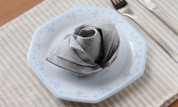 The napkin 布のようなペーパーナプキン プレミアムナプキン フローラルライン バラの花でおもてなし